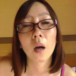 旦那に『毎晩求められる♥』シミが一瞬で消えた!?女性ホルモンが肌からあふれ出ちゃう。